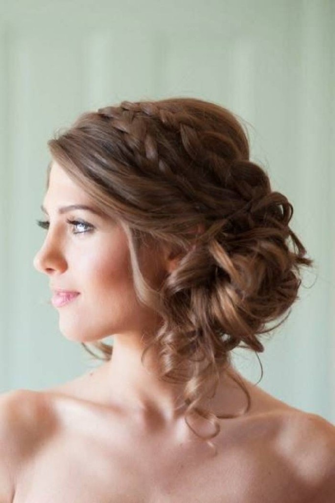 coiffure mariage avec robe bustier