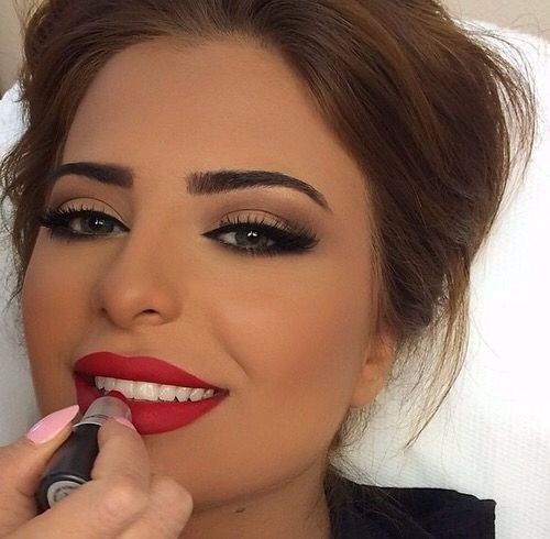 maquillage mariage avec robe rouge